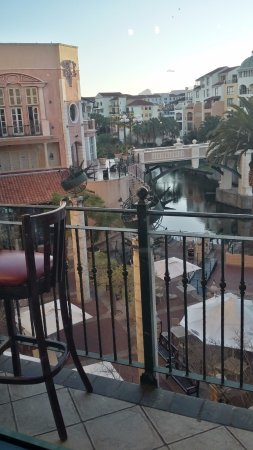 Dros Restaurant and Wine Cellar: ...the view from inside