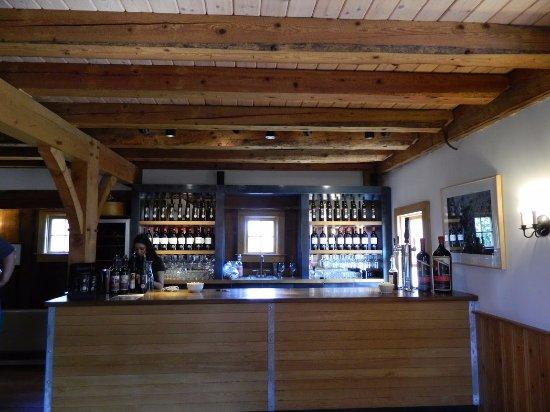 Boyden Valley Winery & Spirits: Tasting bar