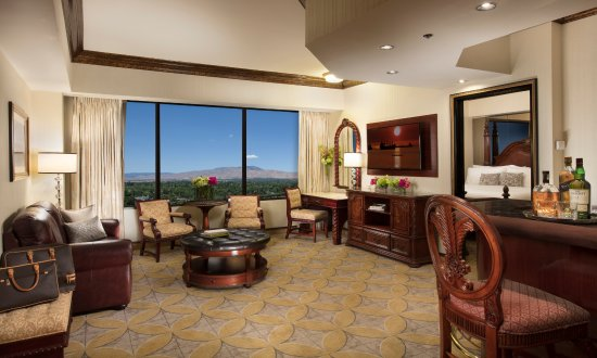 Peppermill Resort Spa Casino: Peppermill Tower Luxury Seating Area
