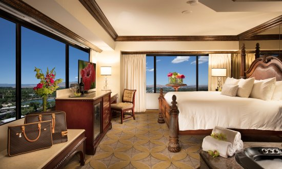 Peppermill Resort Spa Casino: Peppermill Tower Spa Suite