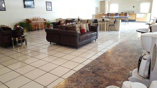 Parkway Inn Airport Motel: Lobby