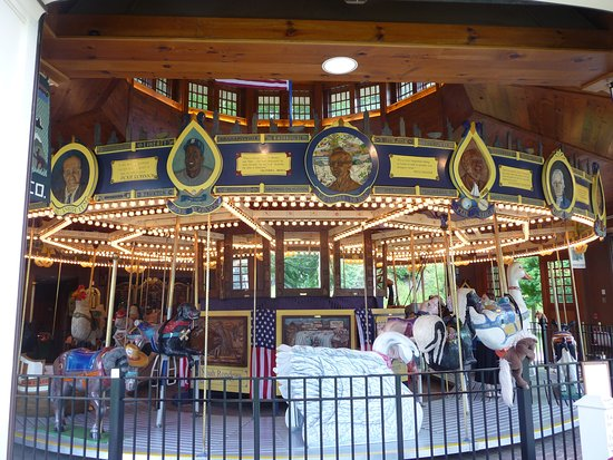 Cooperstown, Нью-Йорк: Carousel -- costs $1.00 to ride