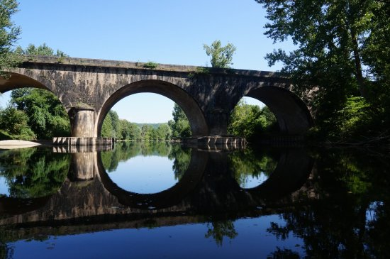 Nature-Escapade: Vue d'un pont sur la route