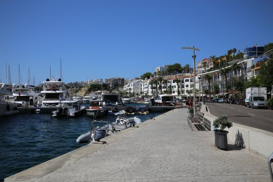 Hotel Port Mahon: Marina view, hotel can be seen at top, just right of lamppost