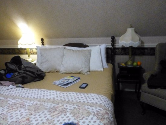 Hearthside B&B: Bed was super comfortable Cantebury Room