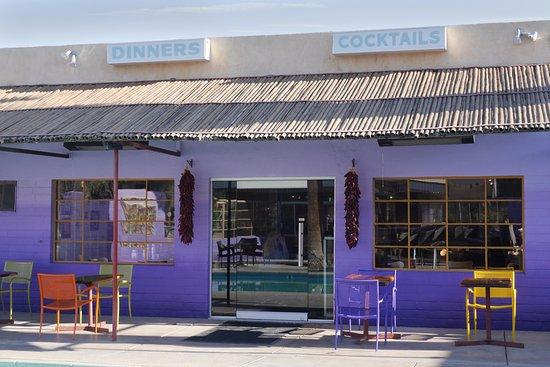 29 Palms Inn: Entrance to our poolside restaurant