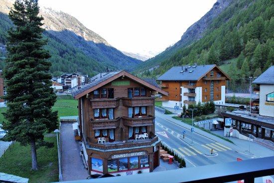 Swiss Budget Alpenhotel: výhled z balkonu