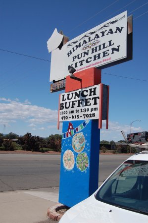 Montrose, CO: Restaurant Sign Along Roadway