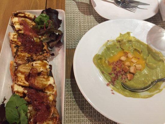 Carmela Restaurante: Crema di verdura con croccante di prosciutto e pane tostato con formaggio fuso di capra e cipoll