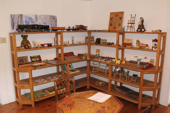 Salt Springs State Park: A room in the Wheaton House with its collection of century-old toys and games.