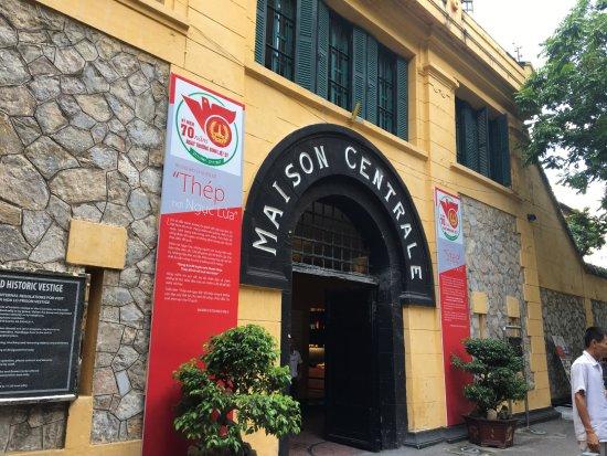 Classy Travel: Hỏa Lò Prison a.k.a. Hanoi Hilton