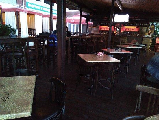 Sammy's Bar: Local