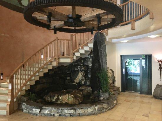 Aktiv & Spa Hotel Alpenrose: Grosszügig gestalteter Eingangsbereich