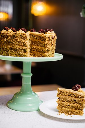 Oscar & Bentleys: Gluten Free Coffee & Caramlised Walnut Cake