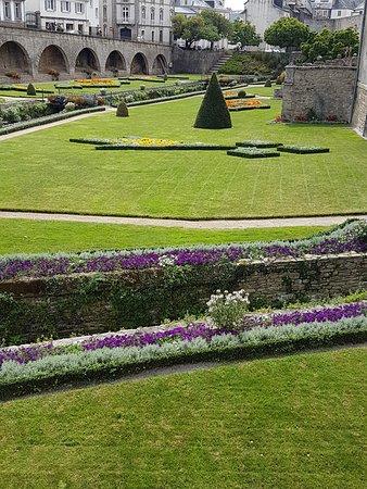 Une partie du jardin du Chateua de Vannes