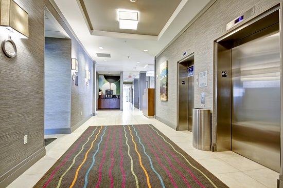 Fairfield Inn & Suites by Marriott - Guelph: Elevators