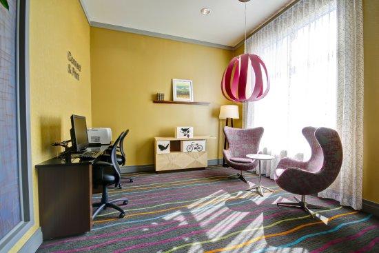 Fairfield Inn & Suites by Marriott - Guelph: Business Centre
