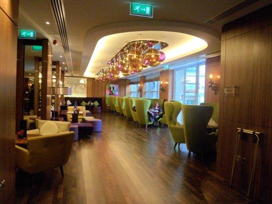 Sheraton Grand Hotel & Spa, Edinburgh: Seating near main bar area