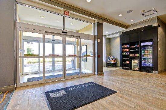 Fairfield Inn & Suites by Marriott - Guelph: Lobby