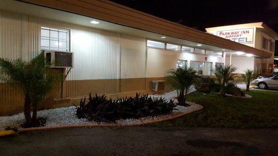 Parkway Inn Airport Motel Photo