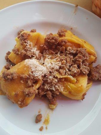 Enoteca al Brindisi: Capellacci di Zucca al Ragu