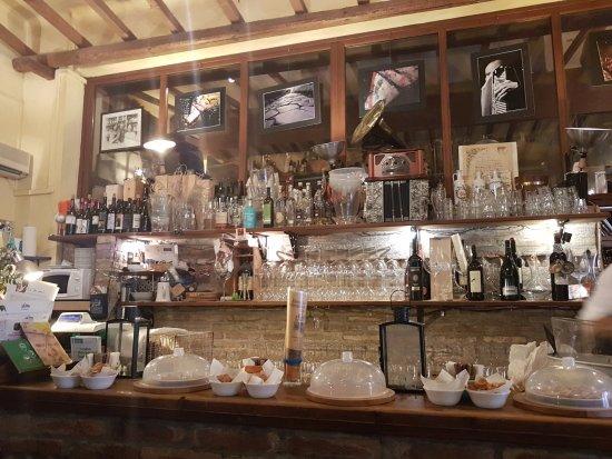 Enoteca al Brindisi: barra