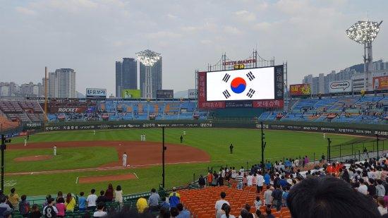 Sajik Baseball Stadium: National Anthem