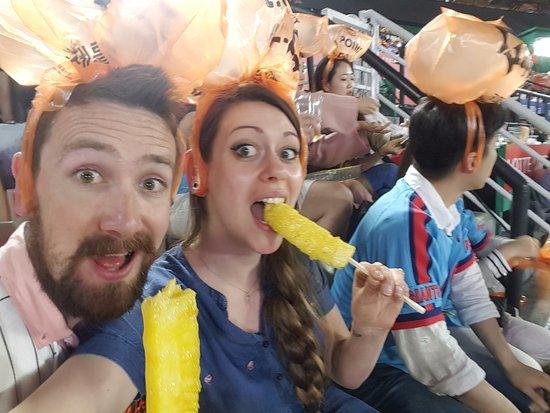 Sajik Baseball Stadium: Pineapple on chopsticks! Awesome seat neighbours!