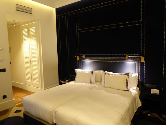 Twin 39 premier room 39 picture of only you boutique hotel for Only you hotel