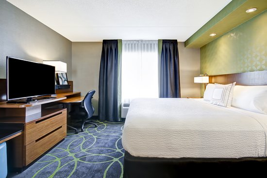 Fairfield Inn & Suites by Marriott - Guelph: Executive King Suite Bedroom