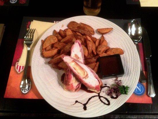 Murphy's Irish Pub & Garden Restaurant: Mmmmm… Chicken with pork and cheese (iPhone)