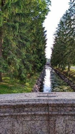 Rusia Barat Laut, Rusia: Puentes de granito que cruzan los ríos y paseos