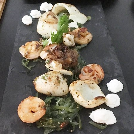 La Pepa: Daily special: Grilled squids and prawns