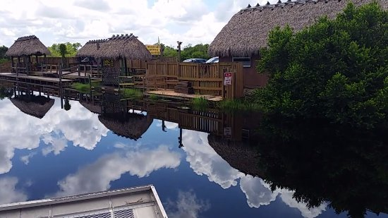 Tigertail Airboat Tours: Tigertails dock and shop.