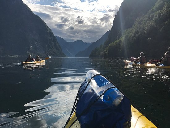 Voss, Norge: Kayaking in the sun. Bliss!
