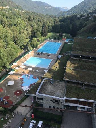 Hotel L'Hermine Blanche: Outdoor/indoor pool in morzine