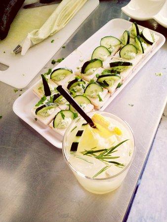 Ebby Chic Cafe: #tartine #cetriolo #spritz
