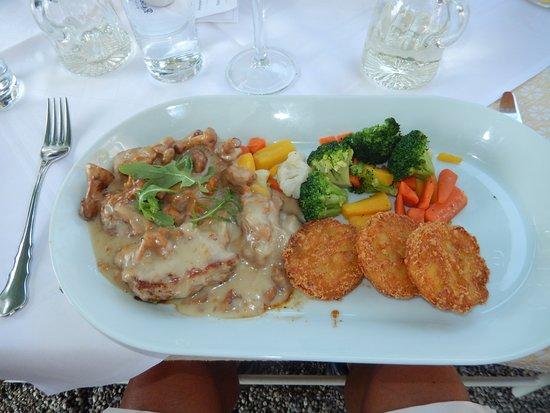 Hotel Gasthof Maria Plain: Pork medallions with chanterelle mushroom sauce