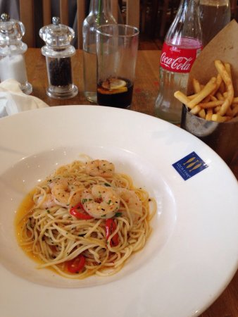 Loch Fyne: Garlic chill king prawn spaghetti. Nice but just a little bit to oily for me.
