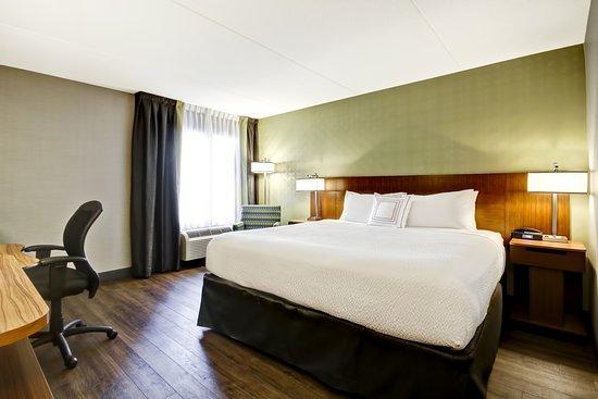 Fairfield Inn & Suites by Marriott - Guelph: King Room