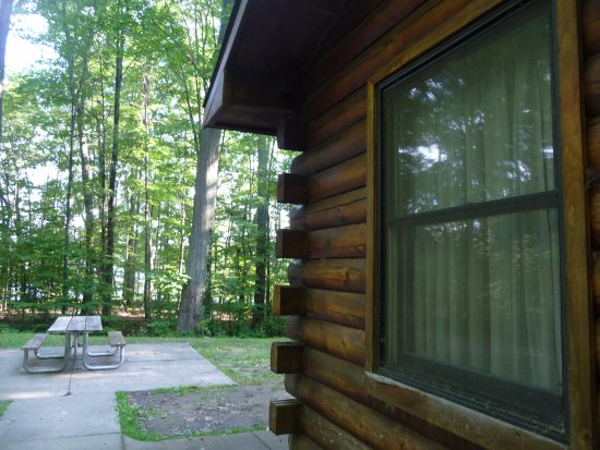 Pymatuning State Park: Side of Cabin 15, showing picnic table.