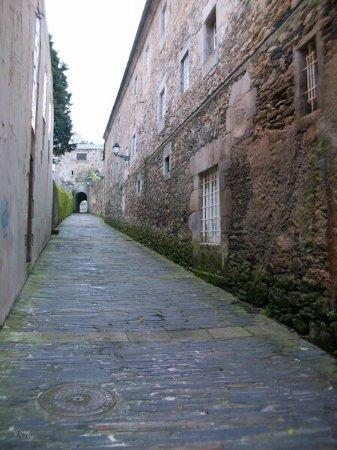 Viveiro, Spain: Iglesia y calle pumariño
