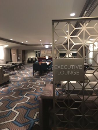 Hilton Chicago: Exiting the Executive elevators and entering the Executive Lounge floor/area