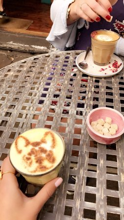 Farm Girl: Liquid gold latte (with a little bulldog on it!) and rose latte