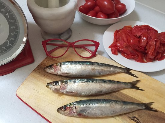 Marina in Cucina: Red glasses detail