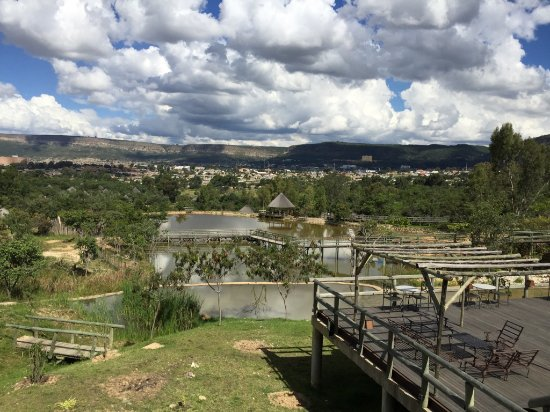 Pululukwa Resort: Vista lago e cidade