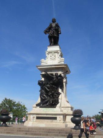 Terrasse Dufferin : Statue of Sam Champlain
