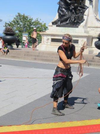 Terrasse Dufferin : A street performer