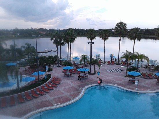 Bluegreen Fountains Resort: Pool and lake vies