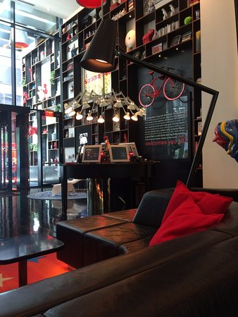citizenM New York Times Square: Lobby